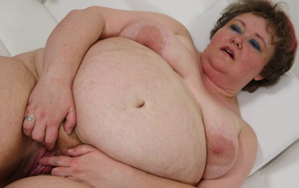 Plump mature woman stretches her pink