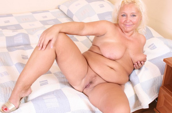 Blonde mature BBW shows her pink