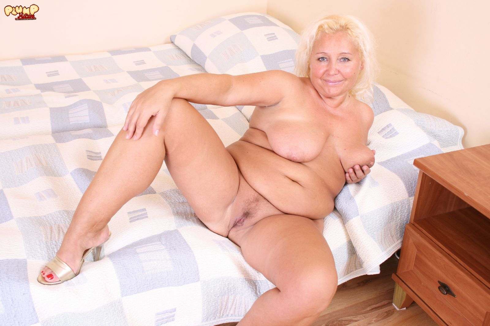 Bar chubby old blond August