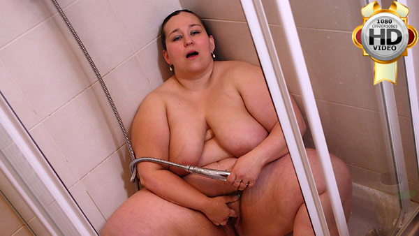Naked plump masturbate in shower