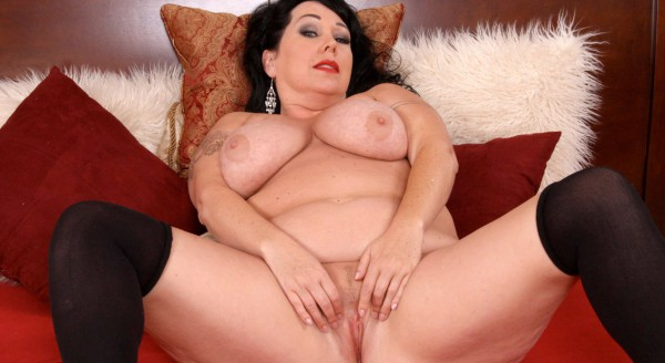Plumper in black stockings